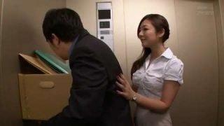 電梯女郎在電梯幹炮 – 初音みのり
